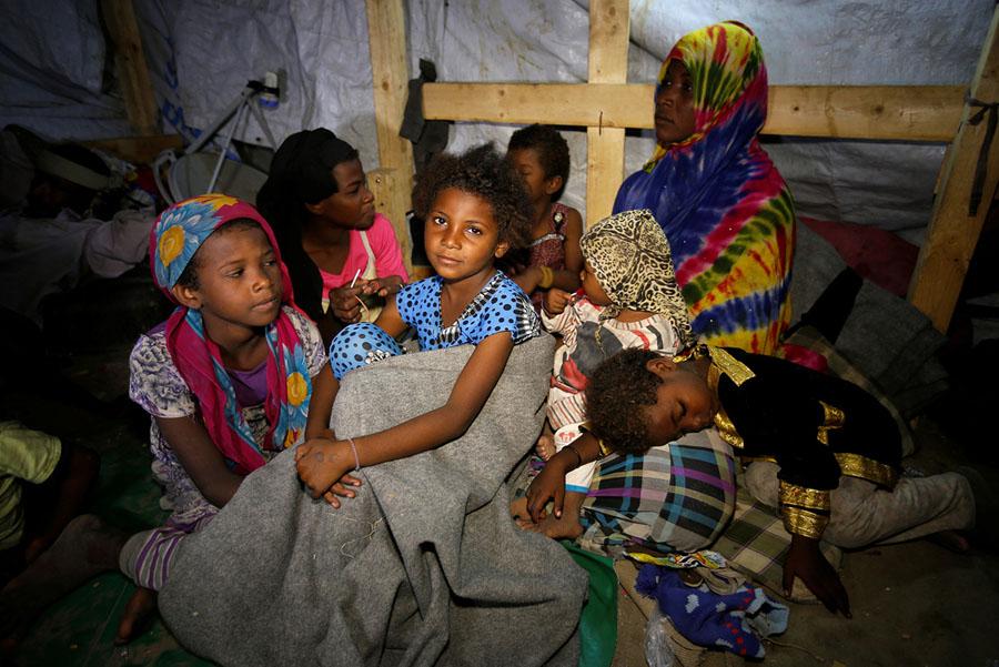 36 صورة تحكي واقع اليمن خلال العام 2017م