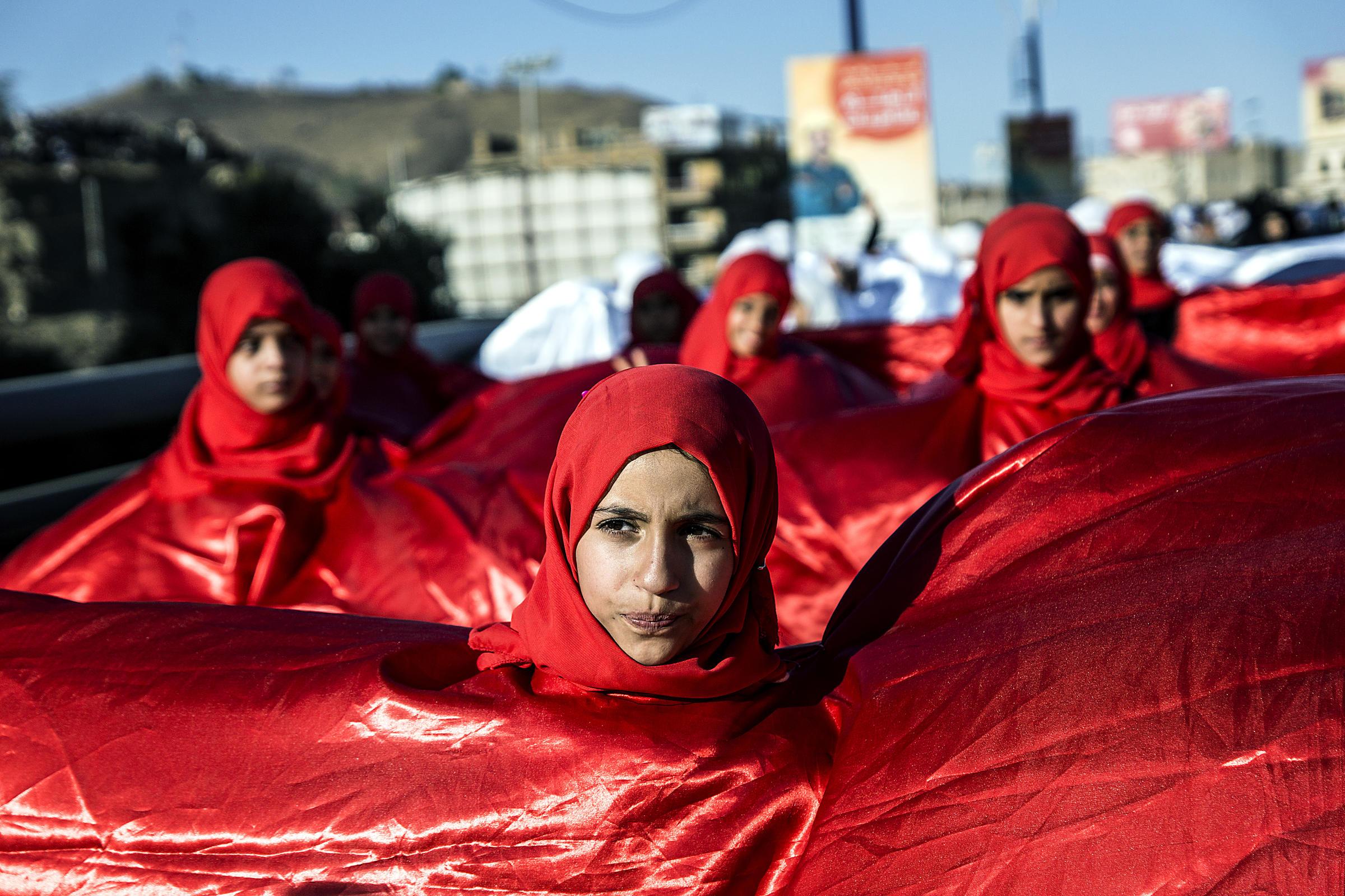 شاهد أبرز ثمان صور للصحفي الامريكي لوك سومرز اثناء تواجده في اليمن