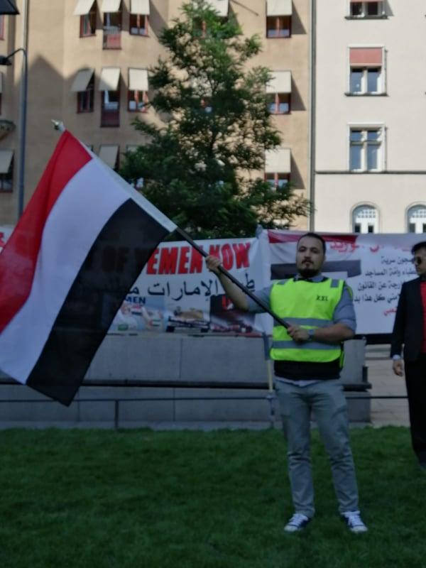 شاهد .. يمنيون يحتجون ضد جرائم الإمارات في السويد