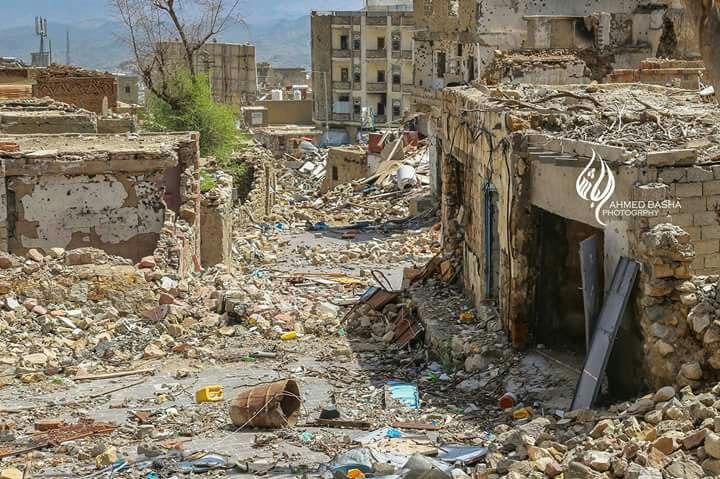صور توضح حجم الدمار الذي لحق بحي الجحملية على يد مليشيا الحوثي والمخلوع طوال الفترة الماضية
