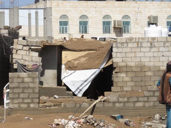 شاهد صور .. آثار الدمار الذي ألحقته سيول الأمطار بمنازل ومخيمات النازحين في مأرب