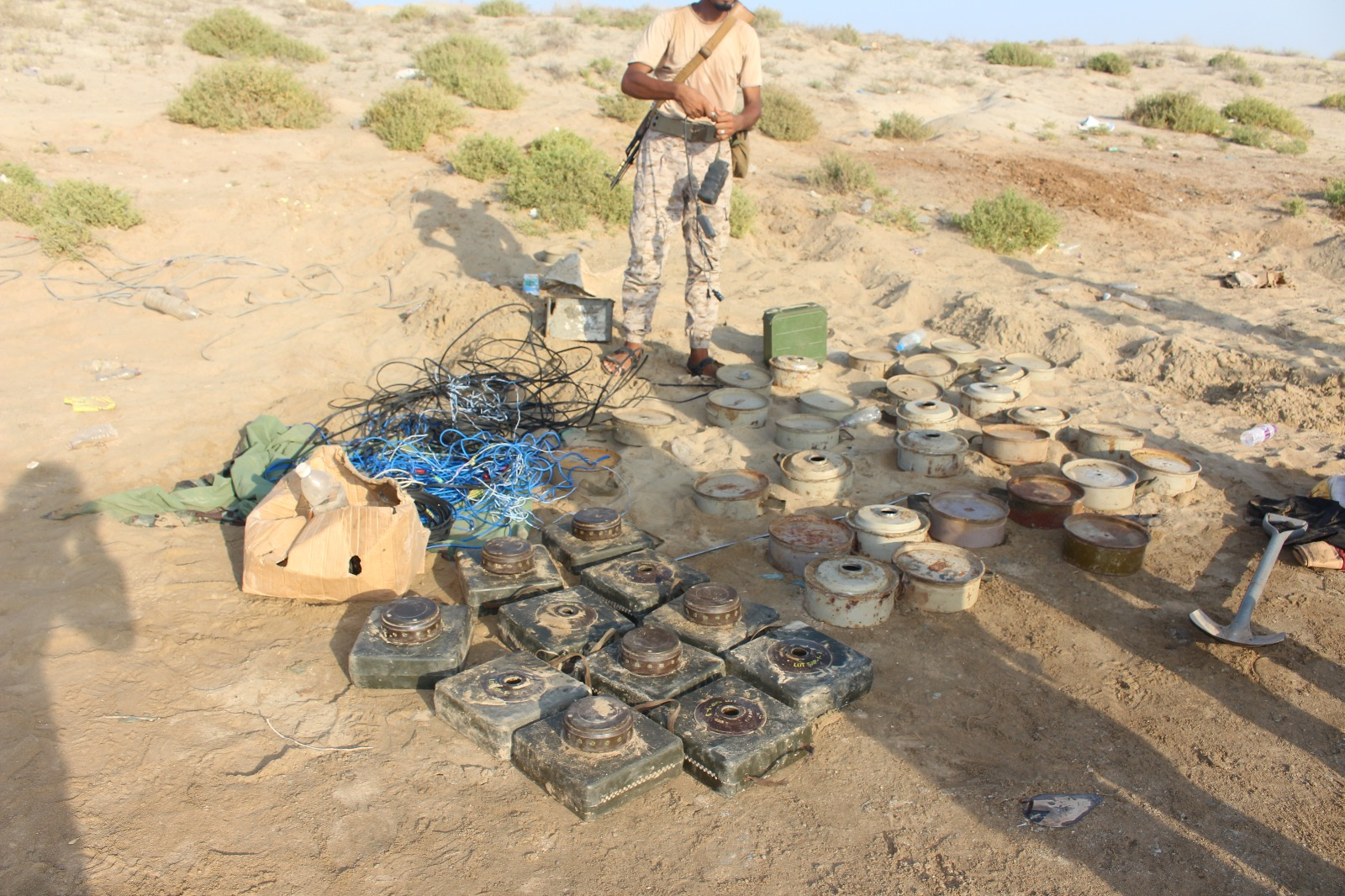 شاهد صورا للألغام التي عثرت عليها المقاومة والجيش في جبهة ميدي