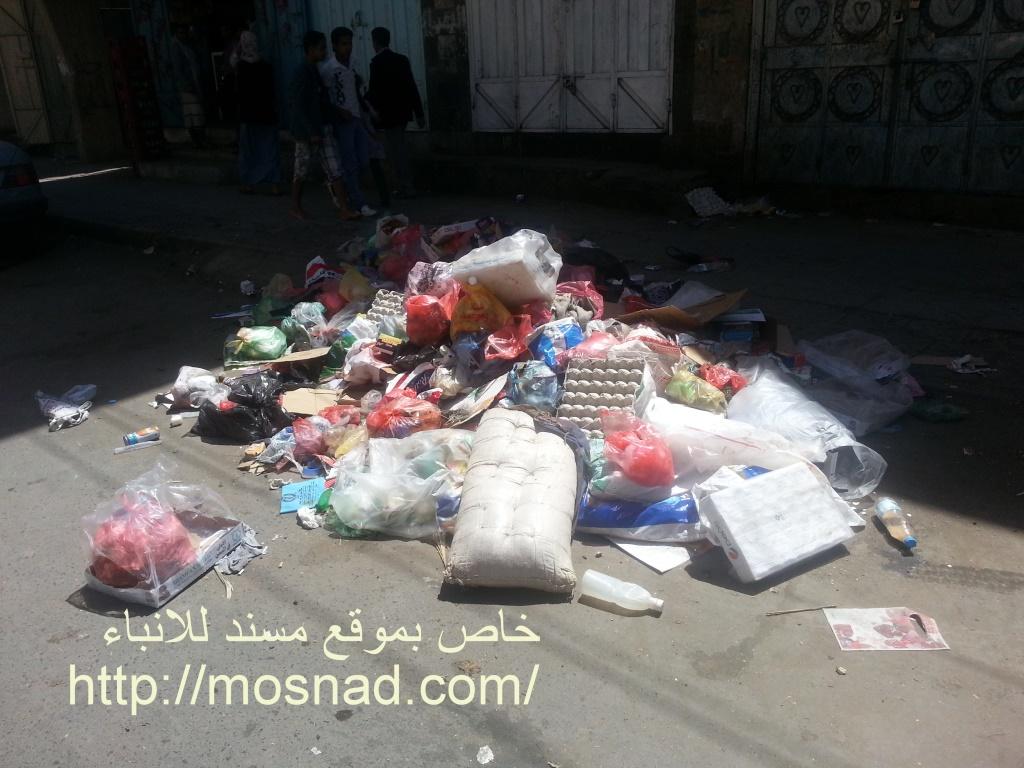 القمامة تملئ شوارع صنعاء وتهدد بكارثة إنسانية