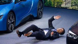 المدير التنفيذي لـ«بي إم دبليو» يفقد وعيه خلال مؤتمر صحفي في اول ظهور له بمنصبه الجديد