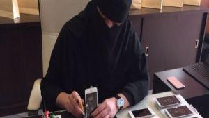 سعودية تكسر احتكار الرجال لصيانة الجوالات.. هذه قصتها