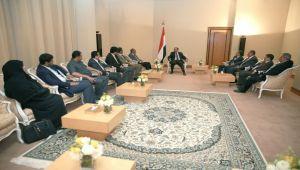 الفريق علي محسن يشيد بأدوار الحزب الاشتراكي ومواقفه المساندة للشرعية