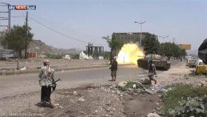 معارك عنيفة في تعز وقوات الشرعية تحرز تقدماً رداً على خروقات الانقلابيين (تقرير ميداني)
