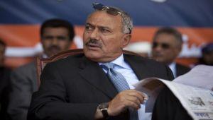 من الإصلاح إلى الحوثيين.. قراءة في التحالفات السياسية المتقلبة للمخلوع صالح (تحليل خاص)
