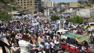 كيف تعاملت جماعة الحوثي مع ثورة فبراير؟ (تحليل)