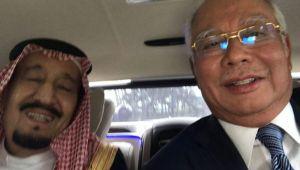 سيلفي للملك سلمان مع رئيس وزراء ماليزيا