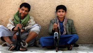 العفو الدولية تتهم الحوثيين بالتورط في تجنيد الأطفال والزج بهم في جبهات القتال