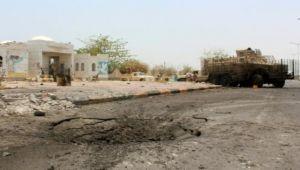 مقتل جنديين وإصابة 15 في تفجير انتحاري استهدف اللواء 103 بأبين