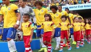 هل تعرف لماذا يدخل لاعبو كرة القدم الملعب بصحبة الأطفال؟ .. هذا هو السبب