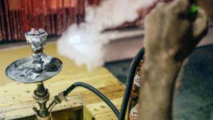 في اليمن.. نساء يُدخنّ الشيشة محاكاة للأسرة وهروبًا من الواقع (تحقيق)