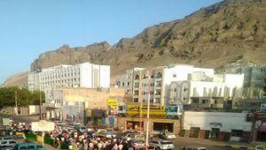 دعوات التظاهر ضد إقالة عيدروس الزبيدي في عدن.. بين التأييد ورفض الشارع (تقرير)