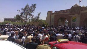 رفع رسوم التعليم الموازي في جامعة صنعاء.. كيف تلقاه طلبة الجامعة وأكاديميوها؟ (تقرير)