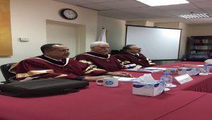 الدكتور الدناني يناقش مشاريع تخرج لطلاب الماجستير في المنامة