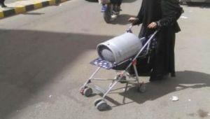 في يومها العالمي .. المرأة اليمنية في طوابير المهانة والإبتذال تبحث عن لقمة دافئة