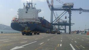 تنافس محموم على ميناء عدن.. كيف يمكن للشرعية أن تكسر احتكار الإمارات له؟ (تقرير)
