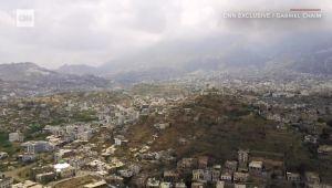 لقطات نادرة من طائرات بدون طيار تُظهر دمارا واسعا في مدينة تعز (فيديو)