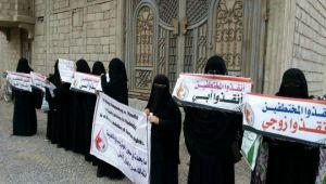 في رمضان.. معاناة أمهات المختطفين تتجدد (تقرير)