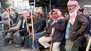 موظفو القطاع الحكومي في انتظار زيادة 30% التي وعد بها هادي (تقرير)