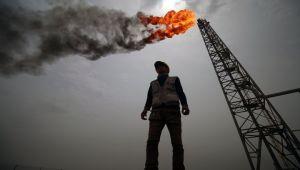 النفط لأدنى مستوياته منذ عام.. ما علاقة ترامب والرياض؟
