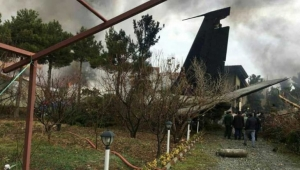 تحطم طائرة شحن على متنها 10 أشخاص غرب طهران