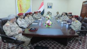 الأحمر يبحث المستجدات العسكرية مع قيادات المناطق العسكرية الثالثة والسادسة والسابعة