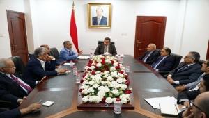 رئيس الحكومة يلتقي محافظ وأعضاء البنك المركزي ويطلع على مستوى أداء البنك