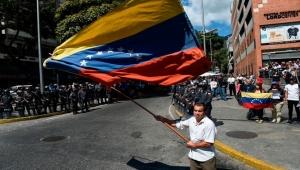 ترامب يقول إن إرسال قوات إلى فنزويلا أحد الخيارات