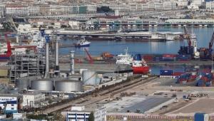 ضربة جديدة لموانئ دبي... إضراب مفاجئ يشل أكبر ميناء جزائري