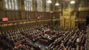 بسبب حرب اليمن.. مجلس اللوردات البريطاني يطالب بتعليق بيع السلاح للسعودية