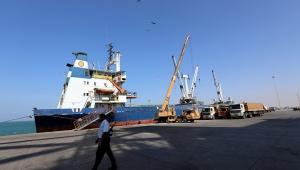 الحوثيون يتهمون التحالف باحتجاز أربع سفن نفطية