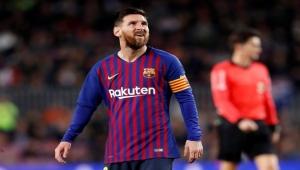 برشلونة يفوز بثلاثية ميسي على ريال بيتيس وينفرد بصدارة الليغا