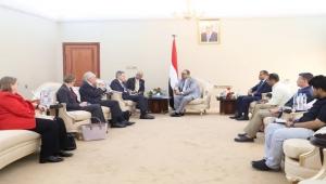 الميسري يبحث مع السفير الأمريكي تعزيز الجانب الأمني ومكافحة الإرهاب