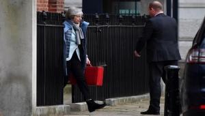 """صنداي تايمز"": ماي تواجه مؤامرة من وزراء لإطاحتها"