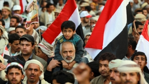 عاصفة الحزم في زمن الجوع.. هكذا أعاد المال السياسي تشكيل المشهد اليمني (تحليل)
