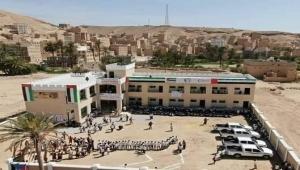 صدقة يتبعها أذى.. علم الإمارات في مدارس جنوب اليمن يثير السخرية (رصد خاص)