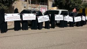مليشيا الحوثي تمنع الدواء والغذاء عن الصحفيين المختطفين