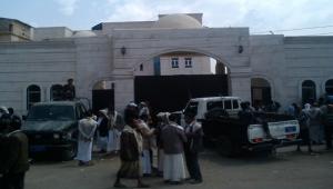 الحوثيون يبدؤون محاكمة 65 امرأة مختطفة في صنعاء وسط تكتم إعلامي
