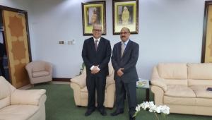 السفير الشميري يناقش مع وزير التعليم في بروناي استئناف المنح الدراسية لليمنيين
