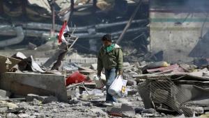 بطريقته الخاصة.. ناشط أمريكي يهاجم شركة أسلحة أمريكية بسبب قنابلها في اليمن (ترجمة خاصة)