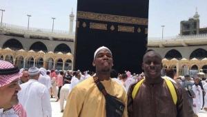 """بوغبا يترك """"حرب"""" ريال مدريد وبرشلونة ويتجه إلى مكة"""