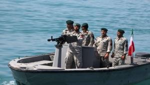 """عسكري إيراني: سنغرق سفن أمريكا الحربية بـ""""أسلحة سرية"""""""
