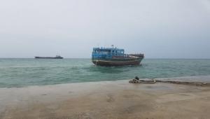 سفينة إماراتية تنقل عناصر جديدة من سقطرى إلى عدن لتدريبهم ضمن الحزام الأمني