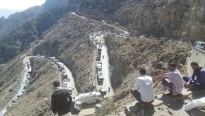 جماعة أبو العباس تقطع طريق تعز - عدن لليوم الثاني على التوالي