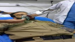 مشرف حوثي يغرس خنجره في وجه حارس مطعم في صنعاء