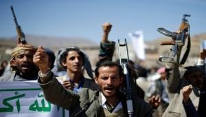 تجار صنعاء ينتفضون ضد الحوثيين.. واشتباكات بالهراوات والأسلحة (فيديو)