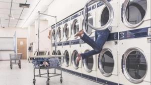 لماذا يجب علينا غسل الملابس الجديدة قبل ارتدائها؟